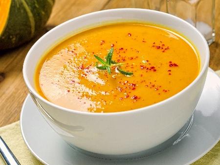 Крем супа от червена леща, тиква, лук, морков, джинджифил и куркума - снимка на рецептата